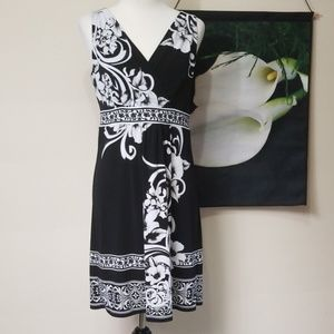 WHBM Floral Print VNeck Pull On Dress